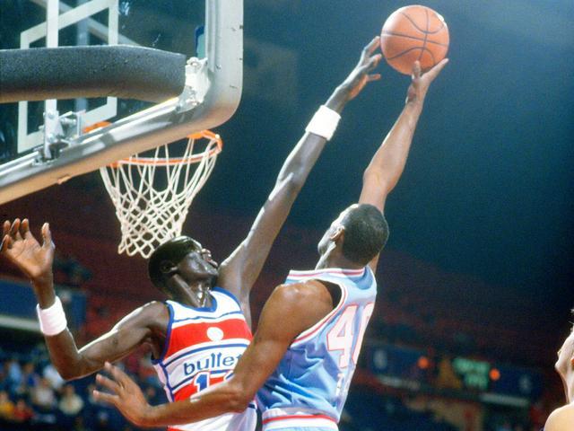 NBA史上最高的巨人!2米59臂展游泳如水怪,巴克利在他面前像矮子