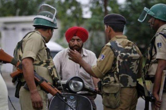 印度警察每年胖死上千人,到处是大肚腩,印度民众叹花钱养猪