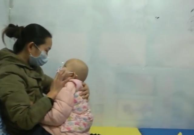 黄冈母女来武汉看病,结果被困2个多月,衣服穿了60多天没法换洗
