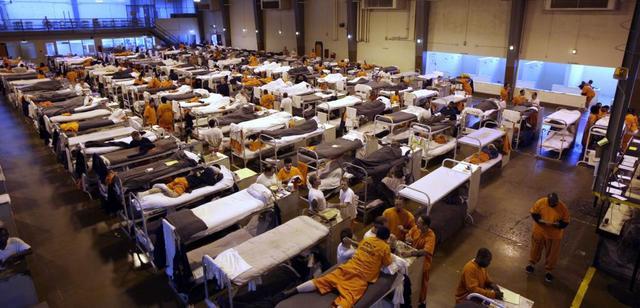 狱警囚犯相继感染,美国做出一个空前举措:十几个州大量释放囚犯